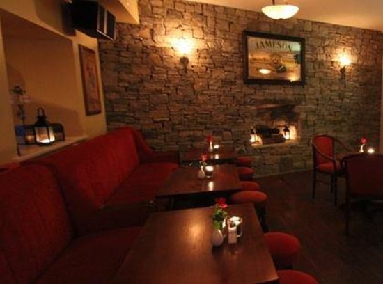 The Atlantic Coast Hotel : At O'Malley's Bar & Restaurant, we offer breakfast, lunch and dinner, using the finest locally s