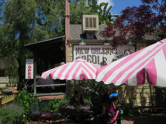 New Orleans Creole Cafe: Outdoor seating