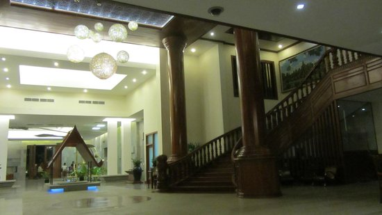Borei Angkor Resort & Spa: Inside hotel near lobby