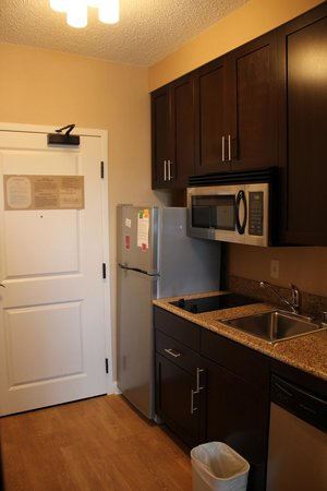 TownePlace Suites Arundel Mills BWI Airport : Kitchen Area