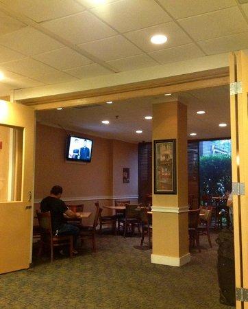 Howard Johnson Atlanta Airport: More of the restaurant