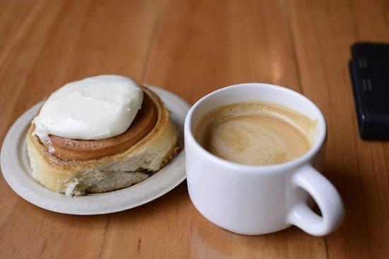 Camino Bakery: Flat White and Cinnamon Roll