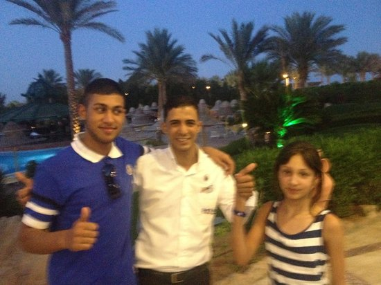 Park Inn by Radisson Sharm El Sheikh Resort: The waiter with a Class and the kids