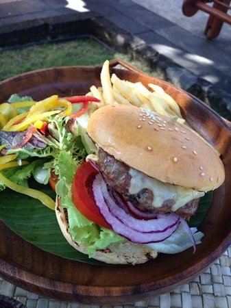 Conrad Bali: burger at the pool bar
