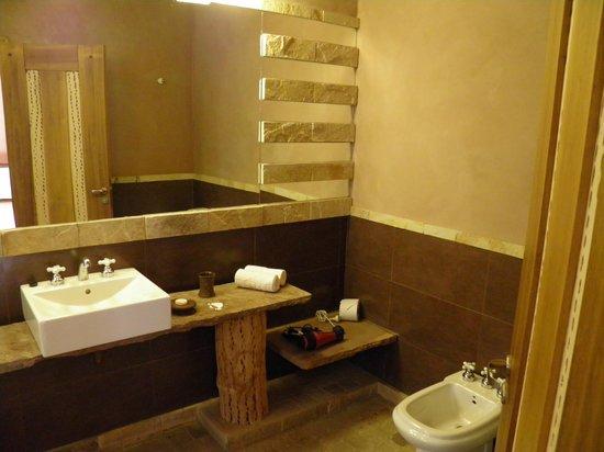 Las Marías Hotel Boutique: Laja y cactus para el baño