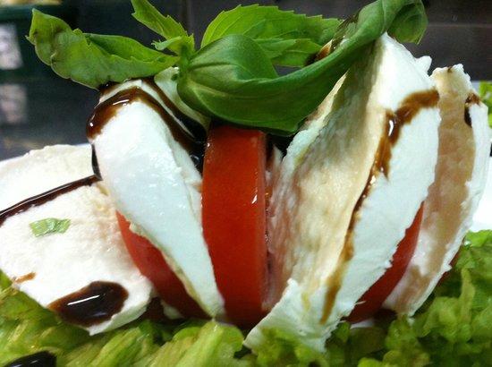 Pizzeria IL Siciliano: Una Bella Caprese con Mozzarella di Bufala