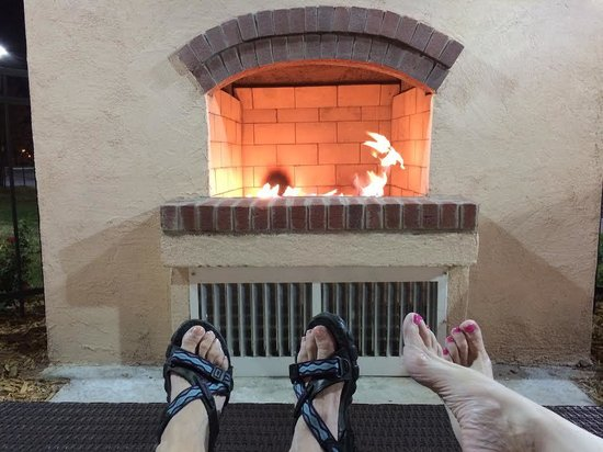 Hilton Garden Inn Lawton-Fort Sill: Enjoying the outdoor fireplace!