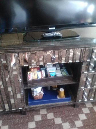 Kimpton RiverPlace Hotel : Supplied cabinet