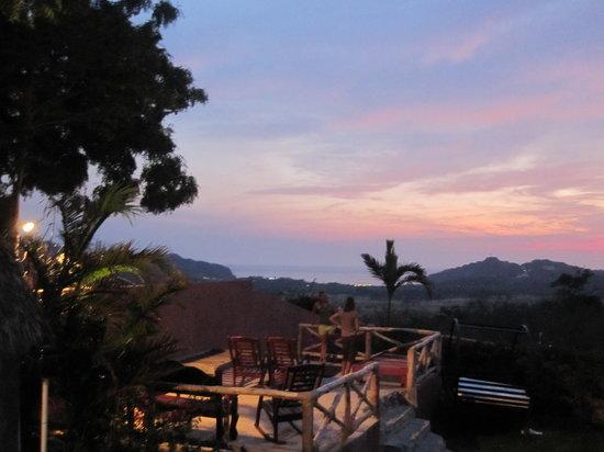 Casa De Olas: Garden Susnet