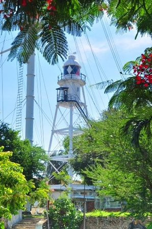 the lighthouse at fort cornwallis