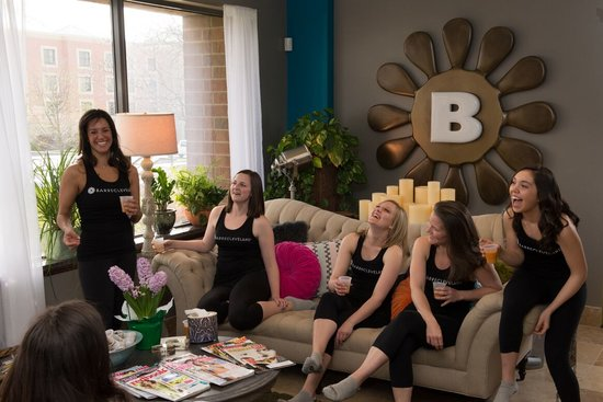 Barre Cleveland: Socializing in the Barre Lounge