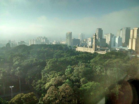 Luz Plaza Sao Paulo: vista do amanhecer da janela do quarto.