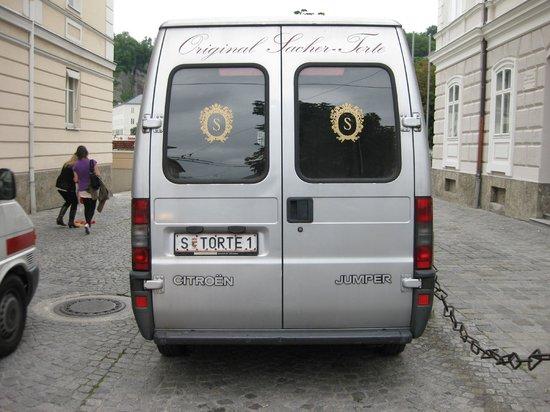 Hotel Sacher Salzburg : The 'Sacher Torte' van.