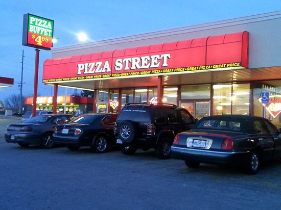 Pizza Street: Entrance