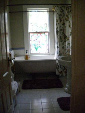 Ojai Serenity Suites: Bath