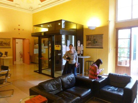 Academy Hostel : Entrada/lobby