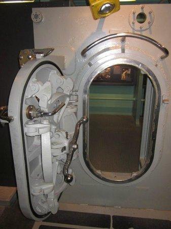 U.S. Naval Undersea Museum: Sub door