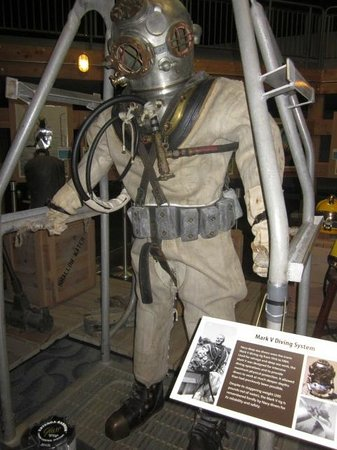 U.S. Naval Undersea Museum: Canvas undersea working suit used all the way up intil the 1980's
