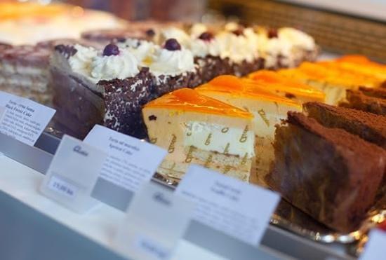 Best Western Premier Hotel Astoria: Cakes at Aida