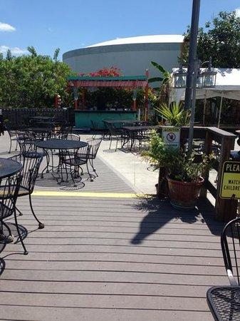 Camellia Street Grill: enjoy the deck