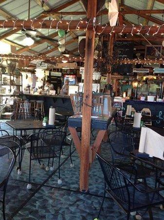 Camellia Street Grill : inside
