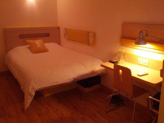 bloomrooms @ Link Rd: comfy bed