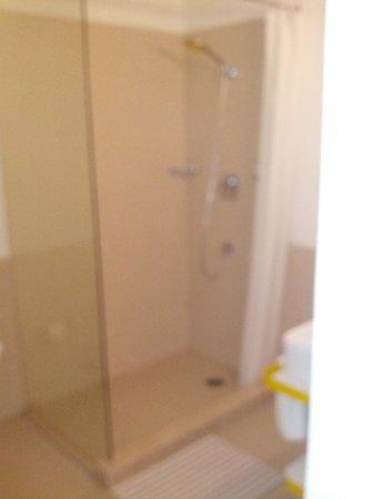 bloomrooms @ Link Rd: shower