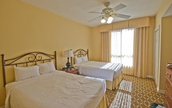 Wyndham Grand Desert : Large secondary bedroom with comfortable queen beds