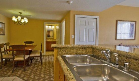 Wyndham Grand Desert : Convenient kitchen to dining area