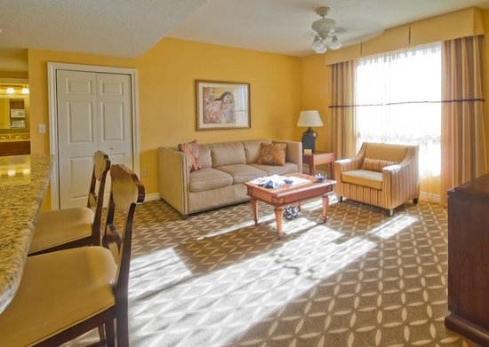 Wyndham Grand Desert : Great living room with hide-a-bed couch