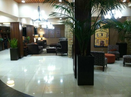 Drury Inn & Suites San Antonio Airport: Lobby also toward the dining area