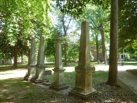 Fourth Ward: Settler's cemetery