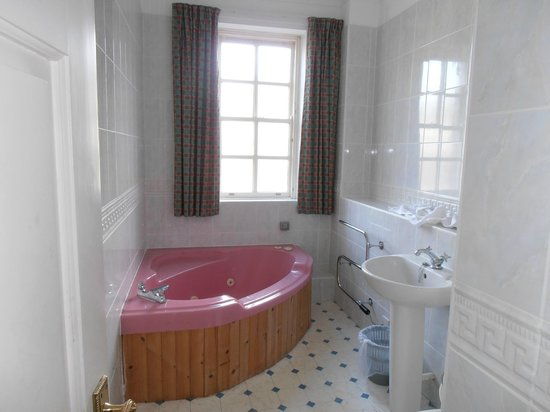 Kilconquhar Castle Estate and Country Club: bathroom 2
