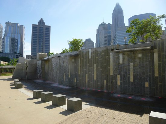 Romare Bearden Park: Water fall at the park