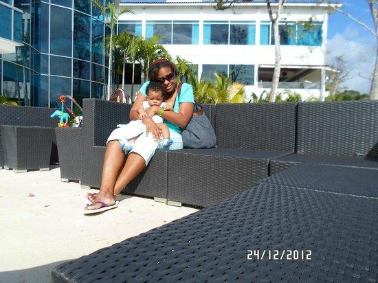 The Westin Playa Bonita Panama: tomada en las sillas de afuera