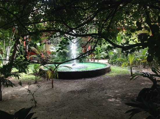 Robert's Grove Beach Resort: resort grounds