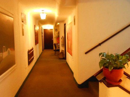 Antara Hotel : Corridor
