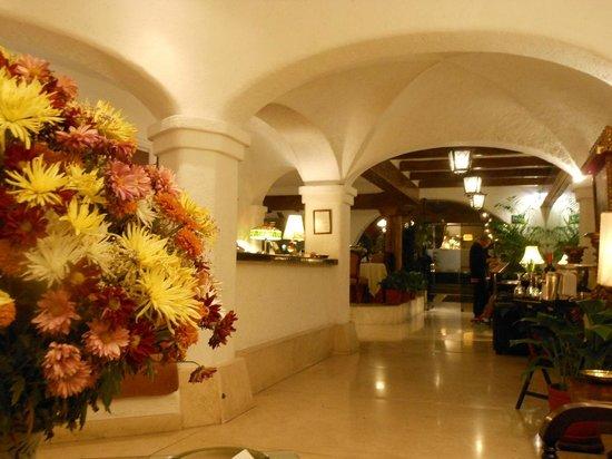 Antara Hotel : Front