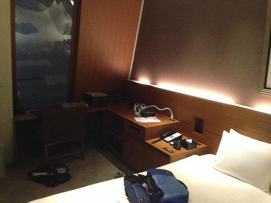 Shibuya Granbell Hotel : The desk area