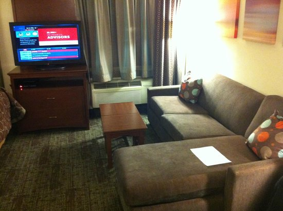 Staybridge Suites Toronto: Living room