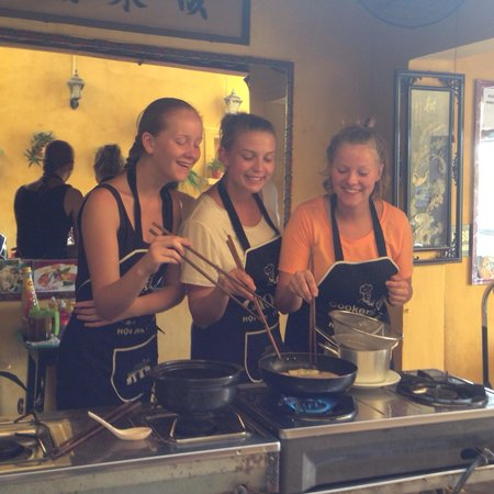 Gioan Cooking Class: We look like we know what we are doing ;)
