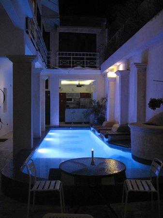 Casa Sanchez Boutique Hotel: piscine nuit
