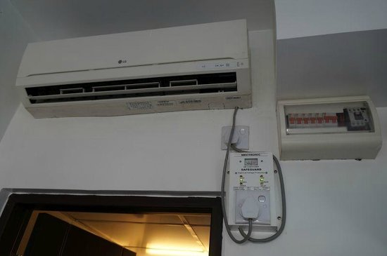 Clover City Center: Air conditioner