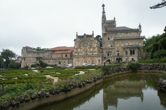 Bussaco Palace Hotel: fachada dos fundos do hotel