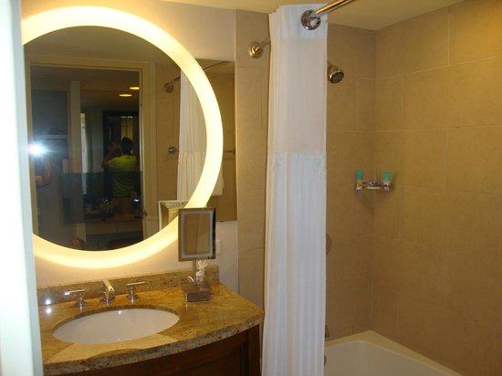 Hyatt Regency Grand Cypress : Detalhe da TV no espelho do banheiro!