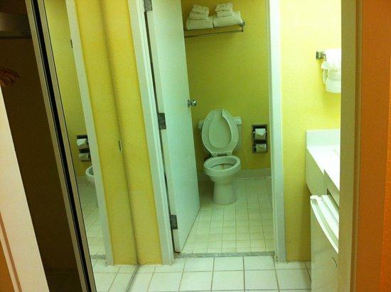 Ramada Kissimmee Gateway: Bathroom