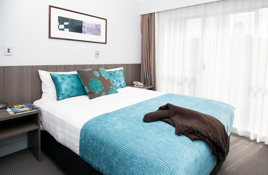 Quest Newmarket Serviced Apartments: Queen Bedroom
