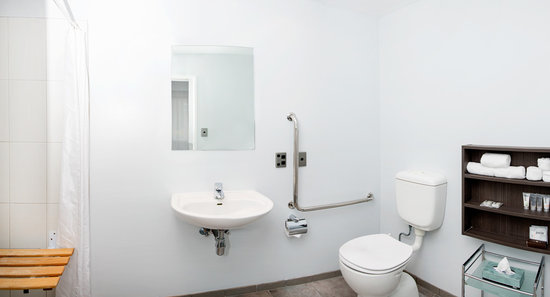 Quest Newmarket Serviced Apartments: Ensuite bathroom in 2 Bedroom Apartment