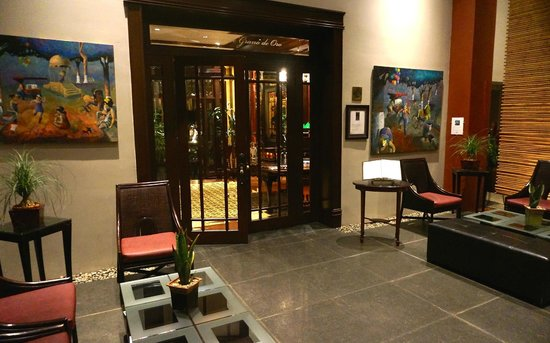Hotel Grano de Oro San Jose: Entrance to the restaurant from the lobby