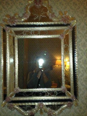 Hotel Canaletto: Espejo de la habitacion